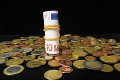 Разбросанные деньги стоковая фотография