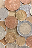 Разбросанные золотые монетки серебра и Стоковая Фотография