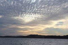 Разбросанный свет облаков предыдущим сумраком Стоковая Фотография