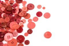 Разбросанный цвет коралла кнопок изолированный на белизне стоковые изображения