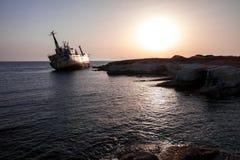 Развалина корабля на заходе солнца Стоковая Фотография RF