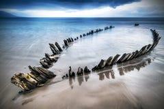 Развалина корабля солнечного луча на пляже Стоковое Фото