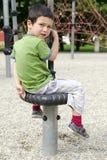 Развевая ребенок на спортивной площадке Стоковые Изображения