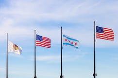 Развевая флаги положения Иллинойса, Соединенных Штатов и  стоковое фото