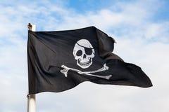 Развевая флаг пирата Стоковое Изображение RF
