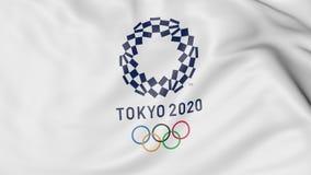 Развевая флаг с логотипом 2020 Олимпиад лета против голубой предпосылки Редакционный перевод 3D Стоковое Изображение RF