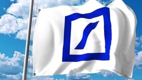 Развевая флаг с логотипом Deutsche Bank против облаков и неба Редакционный перевод 3D Стоковая Фотография RF