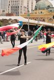 Развевая флаги на параде Стоковые Фото