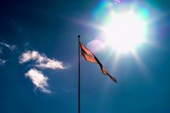 Развевая флаг Норвегии с светлой предпосылкой утечки Стоковое Изображение RF
