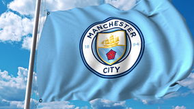 Развевая флаг с логотипом футбольной команды Manchester City Редакционный перевод 3D Стоковое фото RF