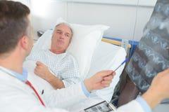 Развертка Ct в современной больнице стоковое изображение rf