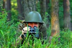 Разведчик в лесе Стоковое Фото