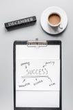Развитие бизнес-плана с взгляд сверху предпосылки стола графика и кофе Стоковая Фотография RF