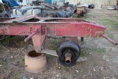 Развязность для лет и старых тележек ржавеет Интерьер покинутого старого автомобиля Стоковая Фотография RF