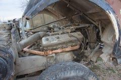 Развязность для лет и старых тележек ржавеет Интерьер покинутого старого автомобиля Стоковое Фото