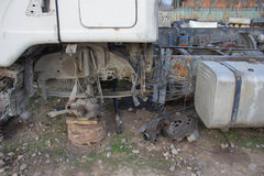 Развязность для лет и старых тележек ржавеет Интерьер покинутого старого автомобиля Стоковые Изображения