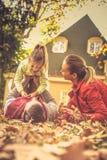 Разговаривать с мной сезон путя пущи падения осени стоковая фотография