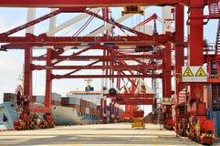 разгржать корабля грузового контейнера стоковые фото