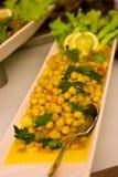 Разделайте салат с майонезом в красной плите, украшенной с p Стоковое фото RF