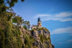 Разделите маяк утеса на северном береге Lake Superior Минесоты стоковые изображения
