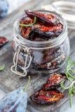 Раздражайте с высушенными сливой, специями, оливковым маслом и розмариновым маслом стоковая фотография