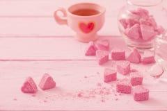 Раздробленный розовый сахар в форме сердца Стоковые Фотографии RF