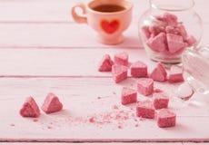 Раздробленный розовый сахар в форме сердца Стоковое Изображение