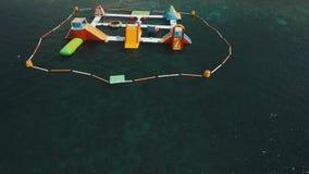 Раздувное аквапарк в море Бали, Индонезия сток-видео