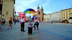Раздуйте стойл на главной площади, Кракове, Польше сток-видео