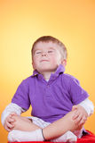 раздумье мальчика счастливое маленькое Стоковое Фото