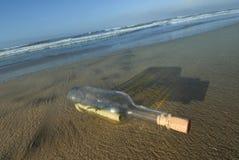 разлейте сообщение по бутылкам Стоковое фото RF