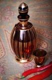 разлейте съемку по бутылкам питья трудную Стоковая Фотография RF