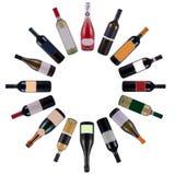 разливает вино по бутылкам вортекса Стоковые Фото