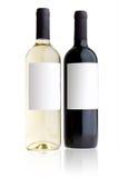 разливает красное белое вино по бутылкам Стоковая Фотография RF