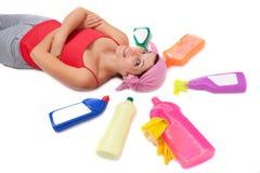 разливает пластичную женщину по бутылкам Стоковая Фотография RF