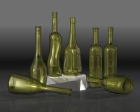 разливает состав по бутылкам Стоковое Изображение