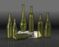 разливает состав по бутылкам Стоковая Фотография RF