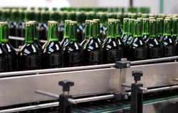 Разливая по бутылкам завод Стоковая Фотография RF