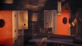 Разливая по бутылкам машина производства фабрики Индустрия напитка Производство фабрики видеоматериал