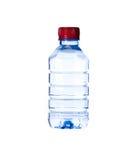 разлитая по бутылкам предпосылка изолированной над белизной воды стоковые изображения rf