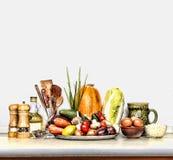 Различная еда на кухонном столе Белая предпосылка изолят стоковое фото rf