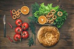 Различная еда на кухонном столе хлеб свежий еда здоровая стоковое изображение rf