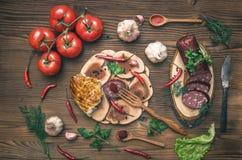 Различная еда на кухонном столе стоковые изображения rf