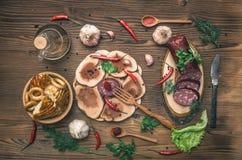 Различная еда на кухонном столе стоковое изображение rf