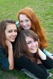 различная трава девушок сидя 3 Стоковая Фотография RF