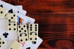 Различная шахматная доска настольных игр, играя карточки, домино Стоковая Фотография