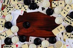 Различная шахматная доска настольных игр, играя карточки, домино Стоковые Фотографии RF