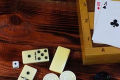 Различная шахматная доска настольных игр, играя карточки, домино Стоковые Фото