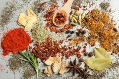 Различные ароматичные специи стоковая фотография