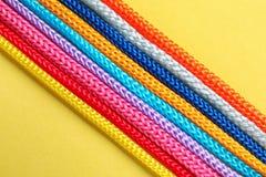 Различные веревочки на предпосылке цвета, взгляд сверху Стоковые Изображения RF